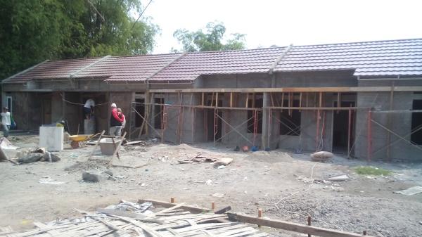 RUMAH BETON: PT KAN mempercepat pembangunan rumah beton yang dibangunnya. Targetnya tiap minggu bisa membangun empat unit guna memenuhi kebutuhan rumah siap huni yang terus meningkat sebelum ada kenaikan harga